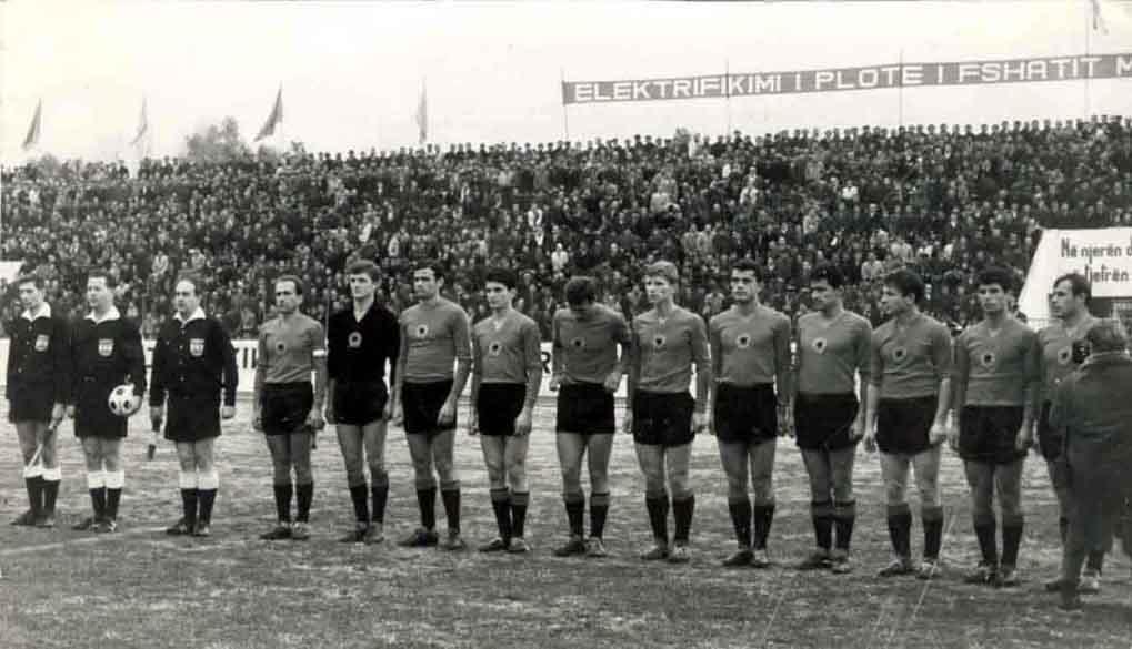 http://www.giovanniarmillotta.it/albania/calcio/1967alb-ger1.jpg