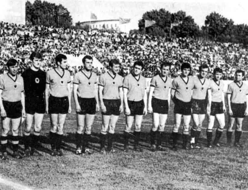http://www.giovanniarmillotta.it/albania/calcio/1971alb-pol.jpg